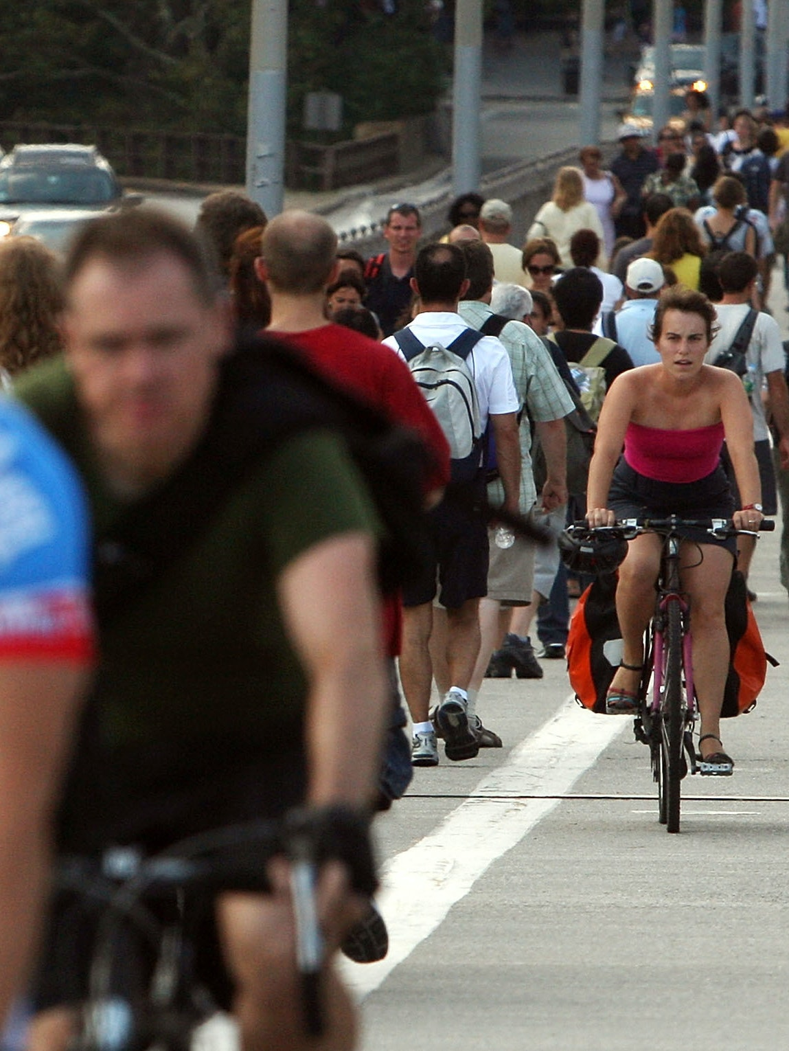 The Brooklyn Bridge sees over 3000 cyclists daily.