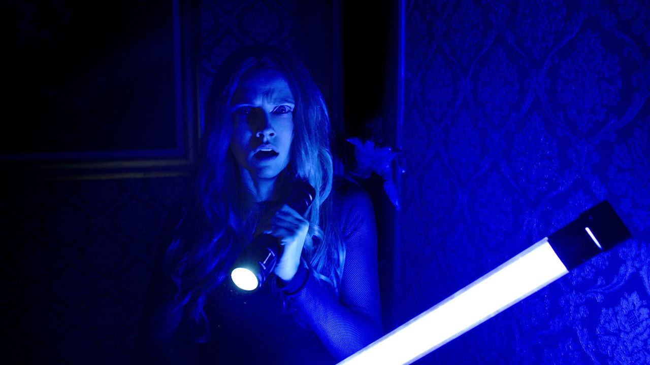 'Lights Out' is the ideal horror movie for the darkened theater