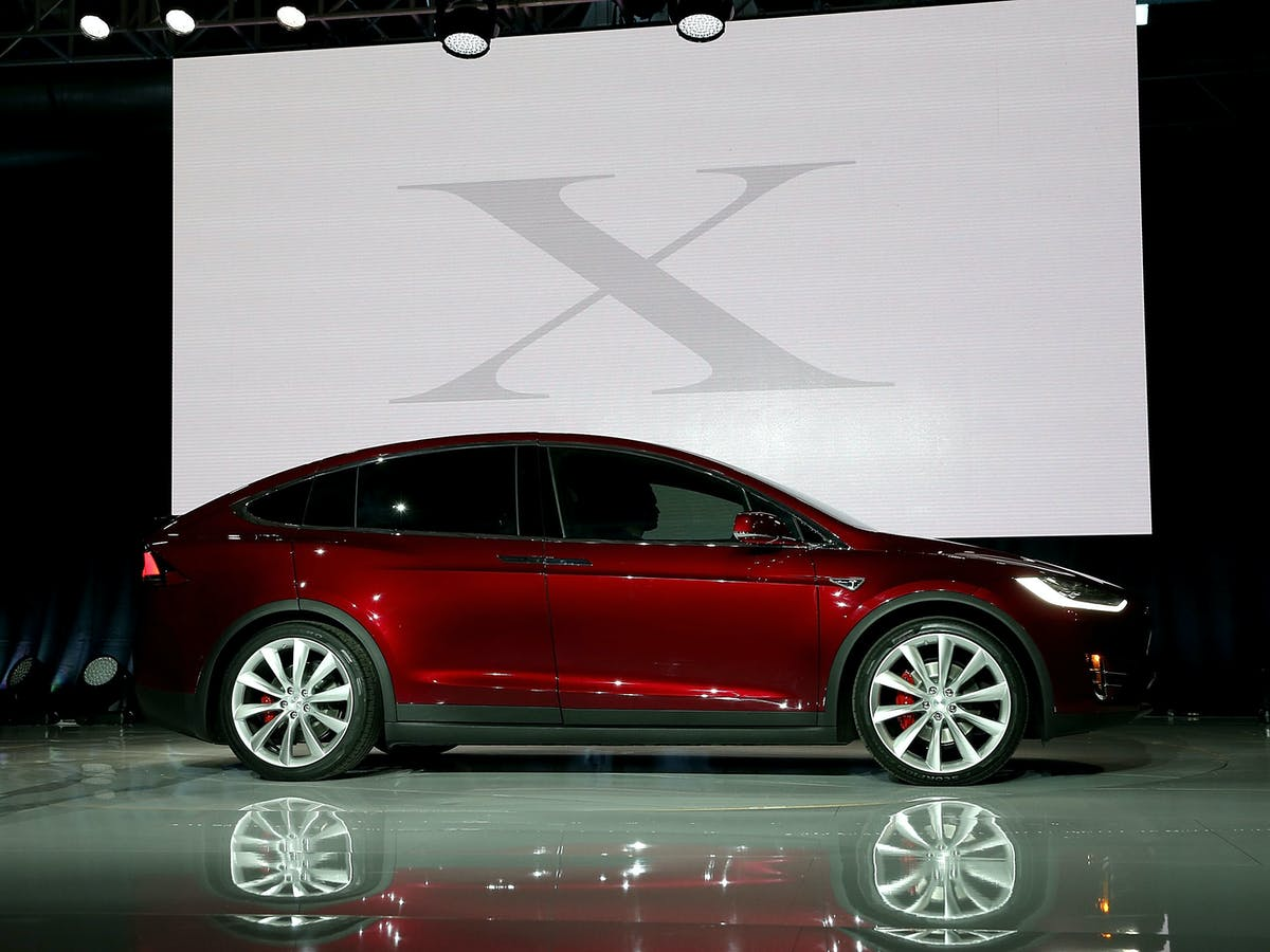 Fremont Ca September 29 A New Tesla Model X Crossover Suv Is Displayed On 2017 In Jpeg Rect 201 0 2598 1948 Auto Format Compress W 1200