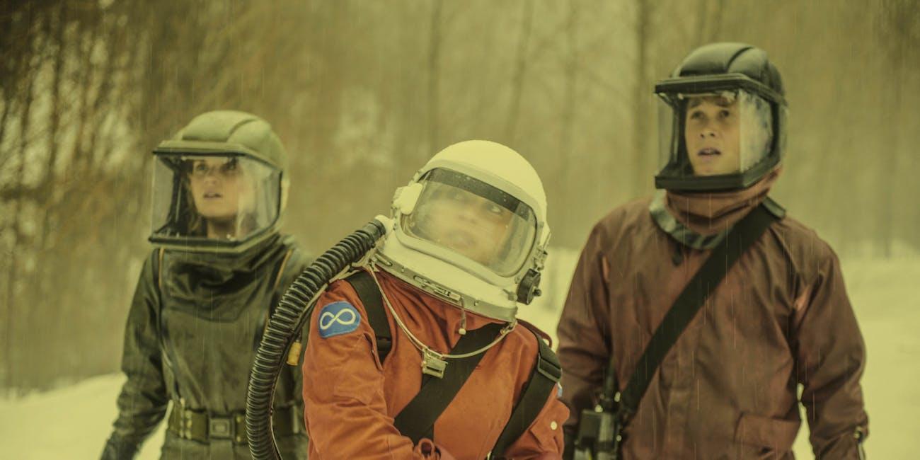 Eliza Taylor, Lindsay Morgan, and Bob Morley in 'The 100' Season 4 finale 'Praimfaya'