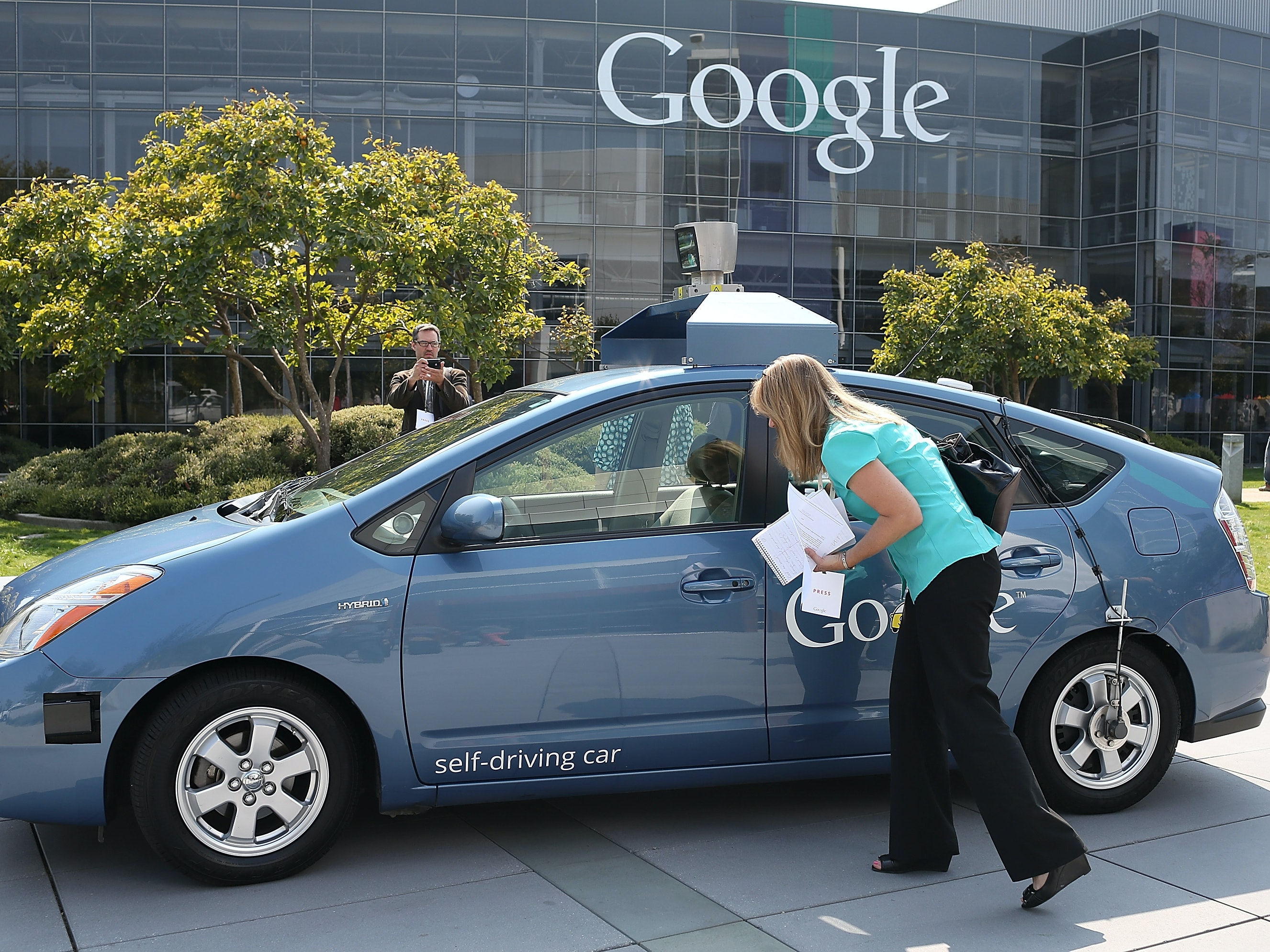 """Canada Predicts Self-Driving Will Bring a """"Lot More Sex in Cars,"""" Says Don't Do It"""