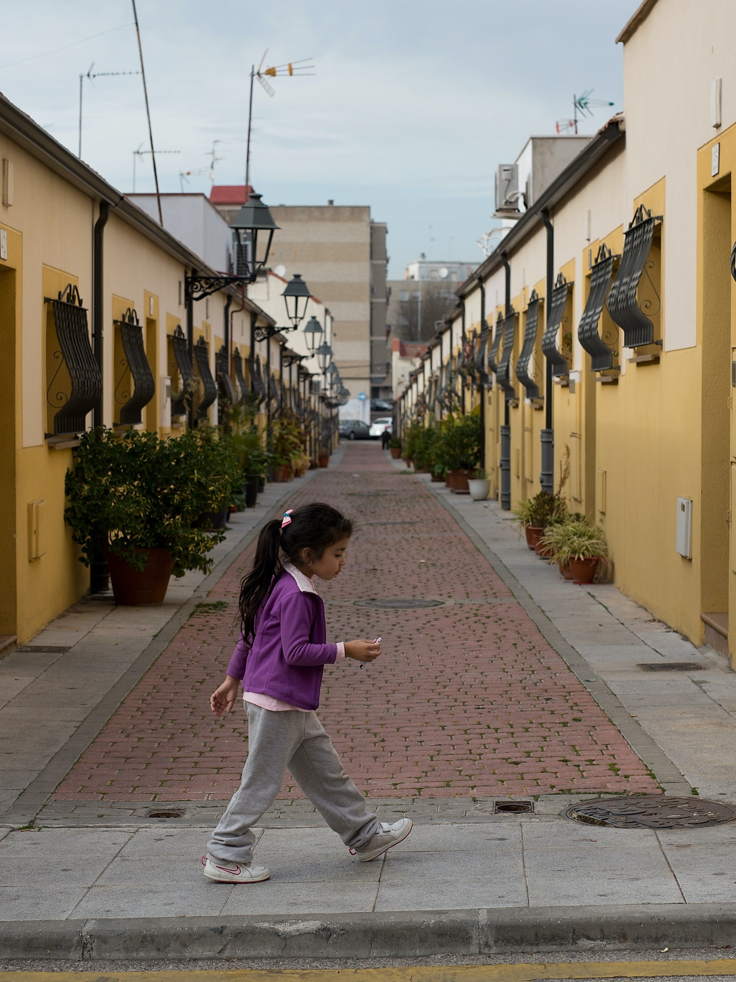 A girl walks in the street on December 17, 2015 in Parla, near Madrid, Spain. Over 36 million Spaniards will flock to the polls on Sunday December 20, 2015 to vote for 350 members of the parliament and 208 senators. For the first time since 1982, the two traditional Spanish political parties, right-wing Partido Popula (People's Party) and centre-left wing Partido Socialista Obrero Espanol PSOE (Spanish Socialist Workers' Party), are holding a tight election race with two new contenders, Ciudadanos (Citizens) and Podemos (We Can) attracting right-leaning and left-leaning voters respectively.