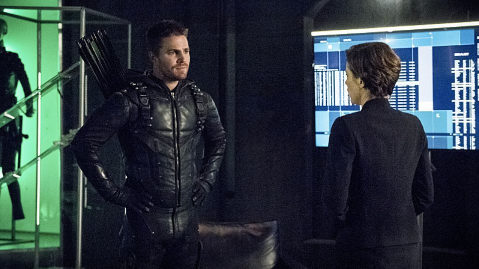 'Arrow' Season 5 Spoilers: Diggle Out Of Prison? Episode 4 Images Released!