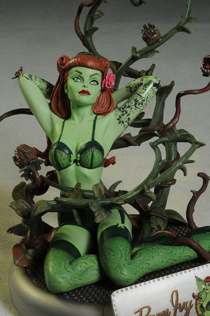 Poison ivy has fun - 5 10