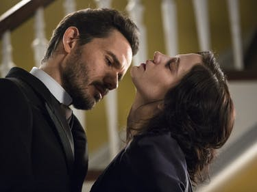 """'Penny Dreadful' Puts Vanessa and Lily Under Men's Thumbs in """"Ebb Tide"""""""