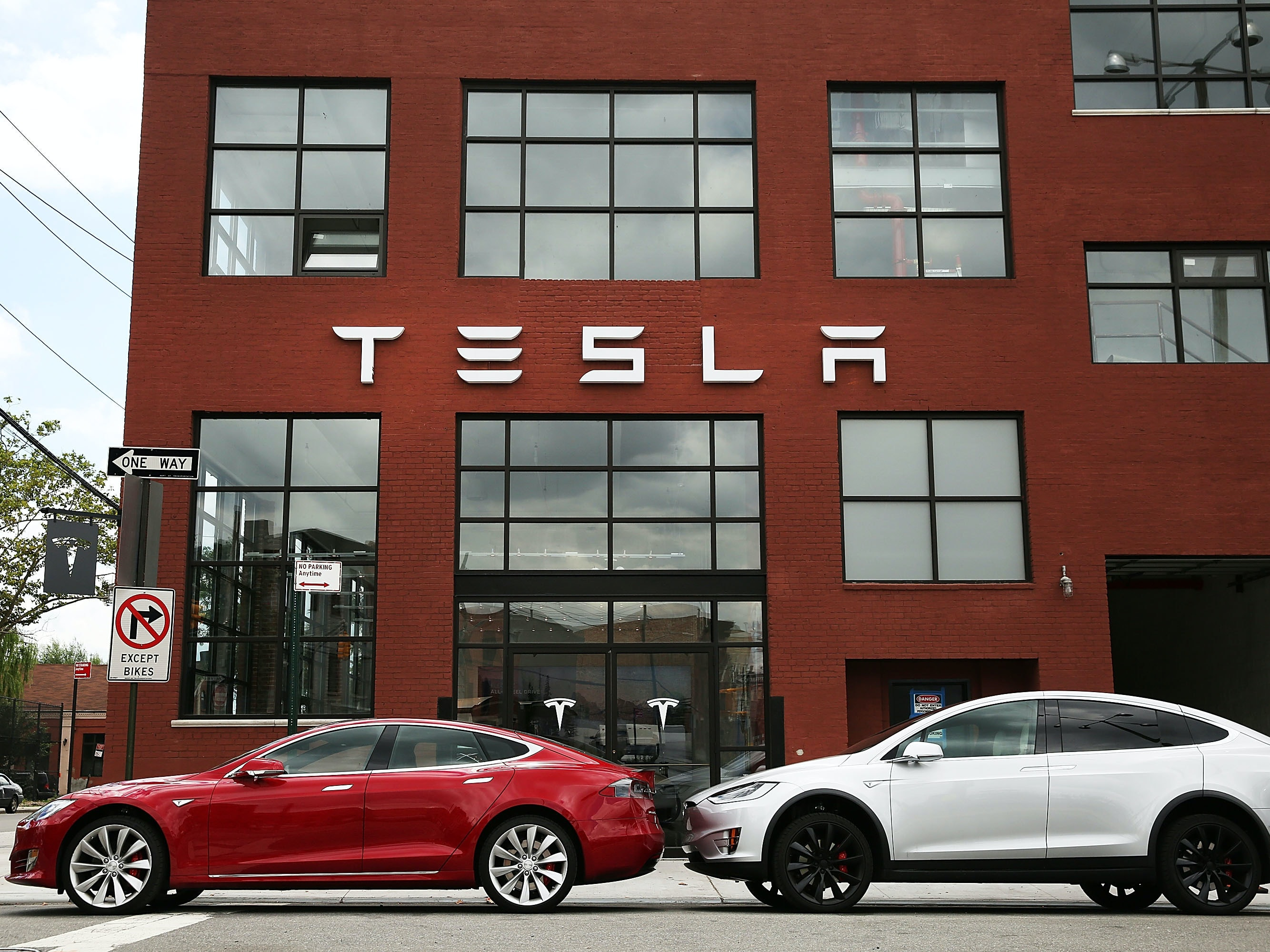 Aurora Systems to Pay Tesla $100K After an Unusual Legal Spat