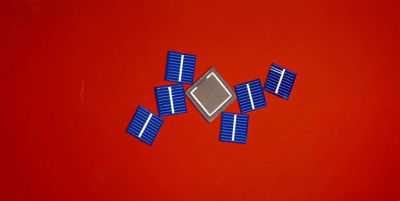 """Solar Tarps"" May Be the Alternative to Expensive Tesla Solar Roofs"